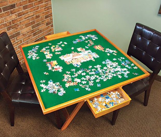 Folding jigsaw puzzle table
